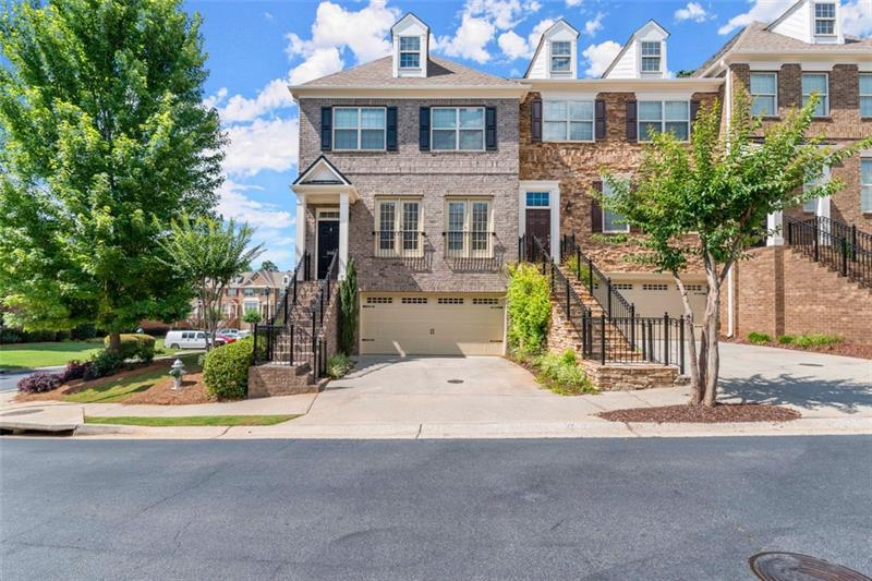 Image for property 2001 Manchester Way, Roswell, GA 30075