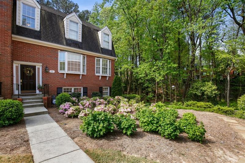 Image for property 701 Dunwoody Chace, Sandy Springs, GA 30328