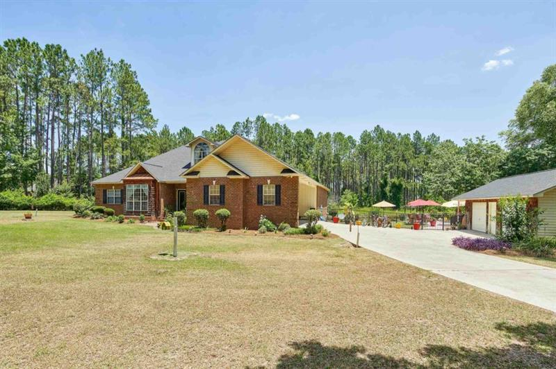 Image for property 117 Woodlakes Drive, Eastman, GA 31023