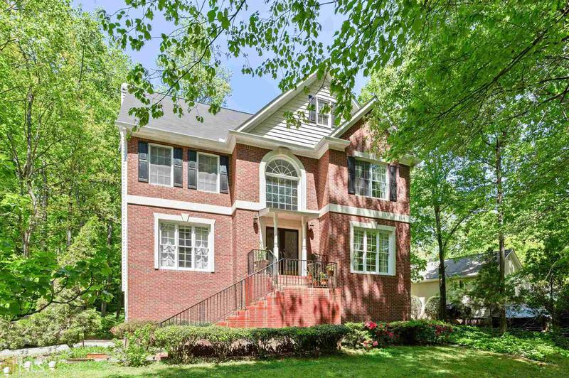 Image for property 141 Hunting Creek Dr, Marietta, GA 30068-3417