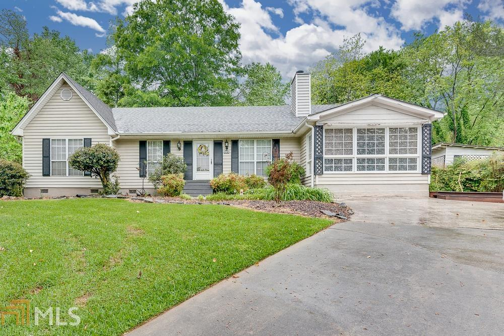 Image for property 3035 Summer Lake Dr, Gainesville, GA 30506-1113