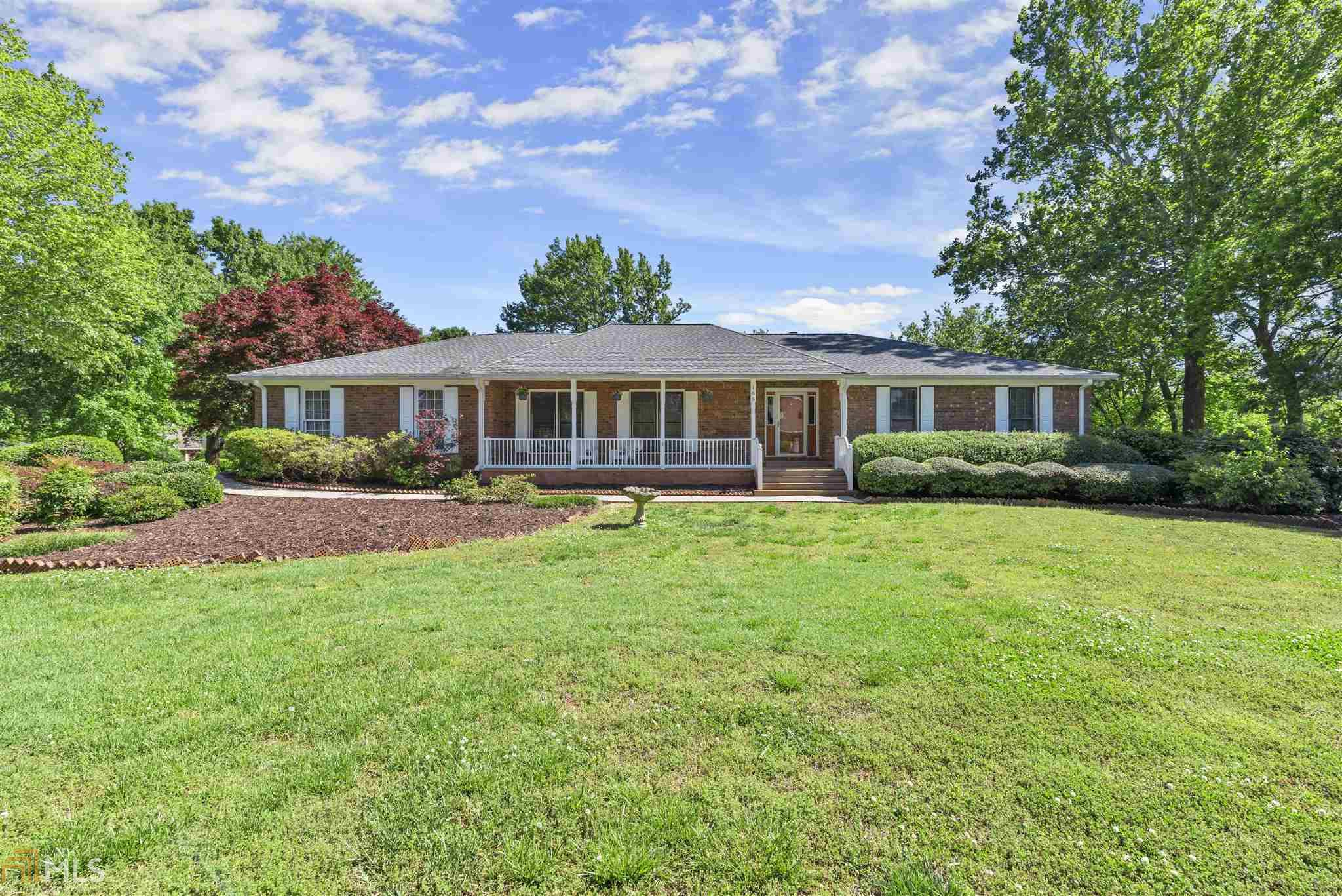 Image for property 165 Saddle Creek Dr, Roswell, GA 30076
