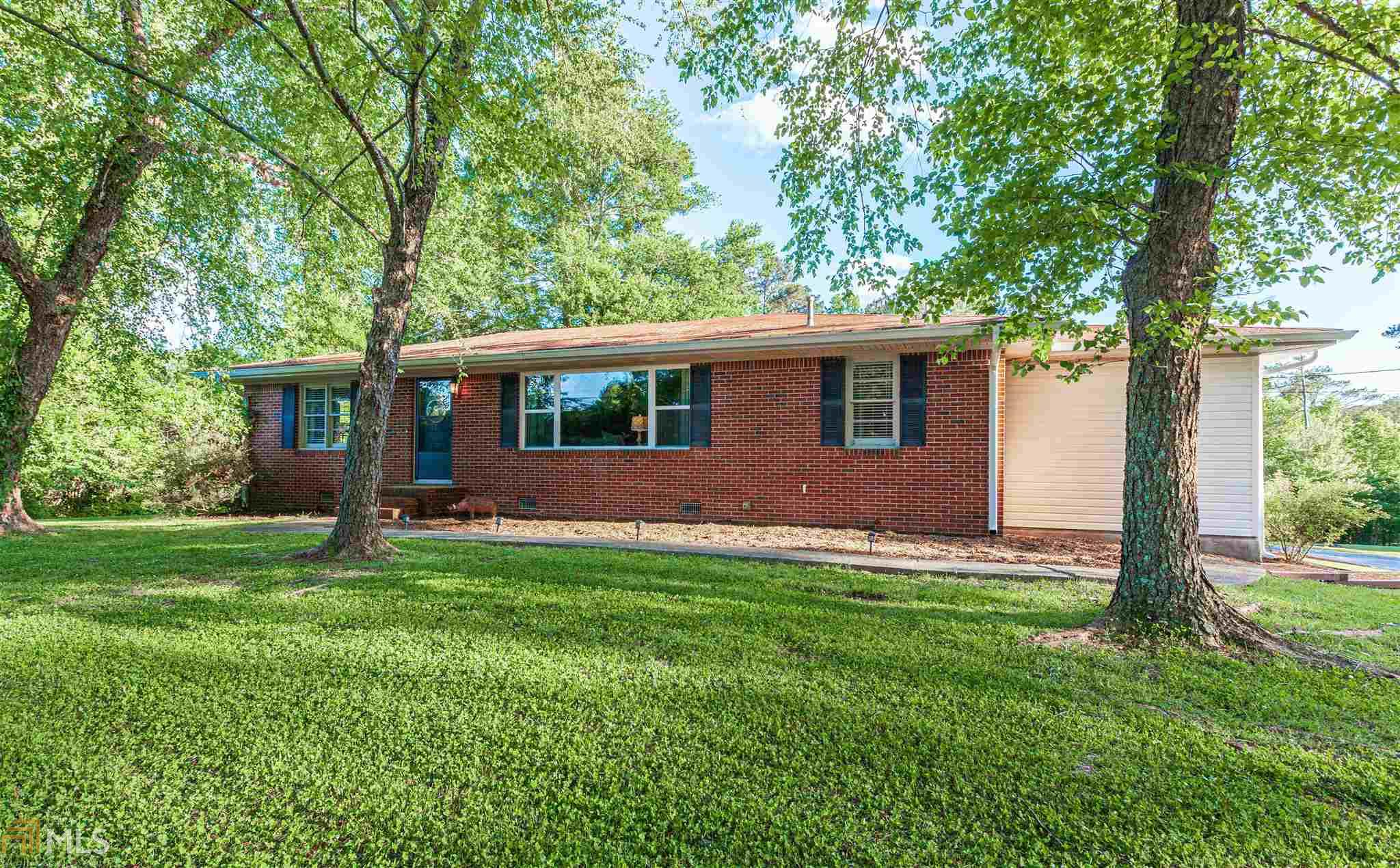 Image for property 940 Welcome Rd, Newnan, GA 30263