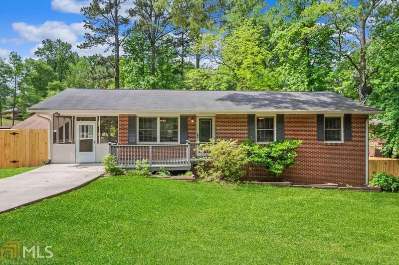 Image for property 6571 Carriage Dr, Mableton, GA 30126