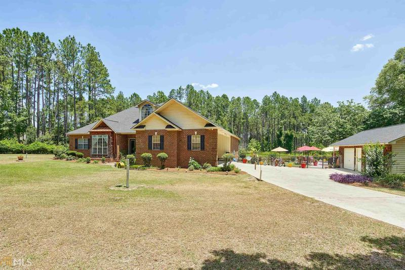Image for property 117 Woodlakes Drive, Eastman, GA 31023-3602