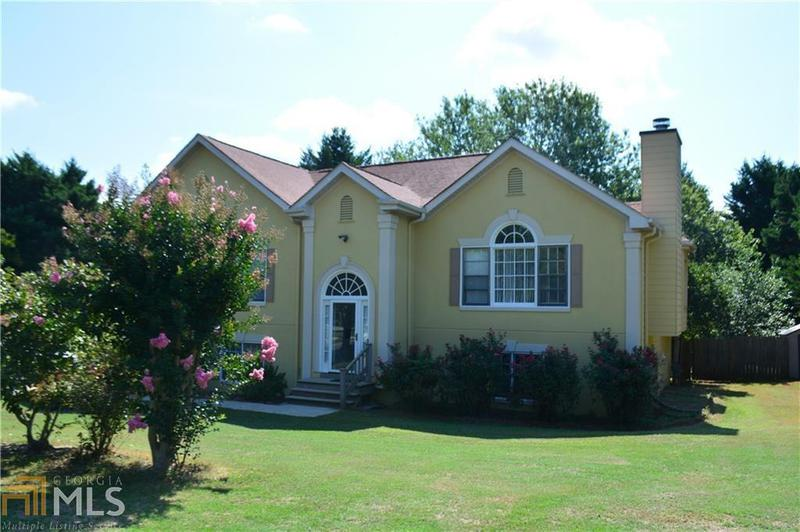 Image for property 6129 Jamestown Dr, Flowery Branch, GA 30542-5636