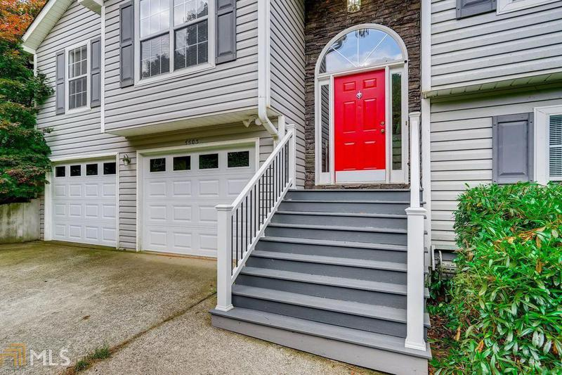 Image for property 5503 Trophy Ct, Flowery Branch, GA 30542