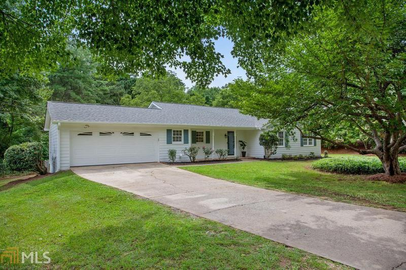 Image for property 380 Chaffin Rd, Roswell, GA 30075