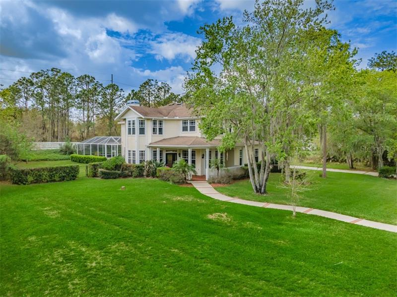 Image for property 5913 FLATWOODS MANOR CIRCLE, LITHIA, FL 33547