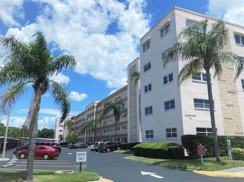 Image for property 5623 80TH STREET 416, ST PETERSBURG, FL 33709