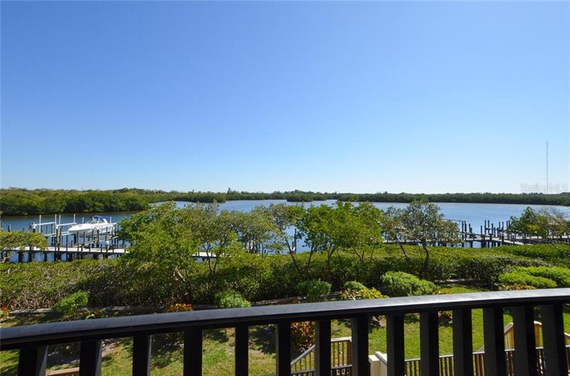 Image for property 1036 PASEO DEL RIO 10, ST PETERSBURG, FL 33702