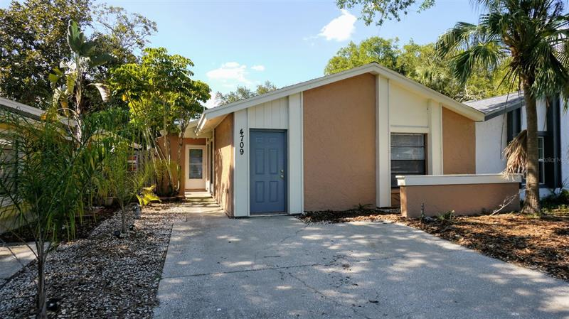 Image for property 4709 GLENAIRE COURT, TAMPA, FL 33624