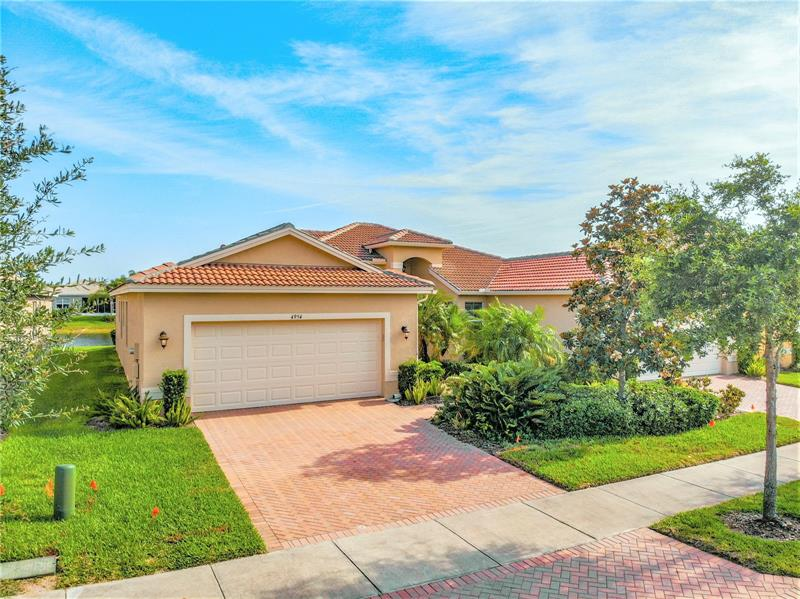 Image for property 4954 MARBLE SPRINGS CIRCLE, WIMAUMA, FL 33598
