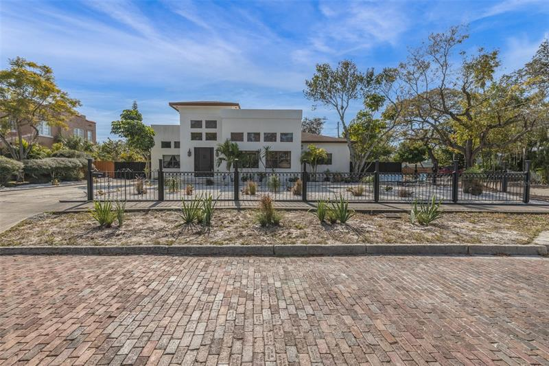 Image for property 6294 4TH AVENUE, ST PETERSBURG, FL 33707