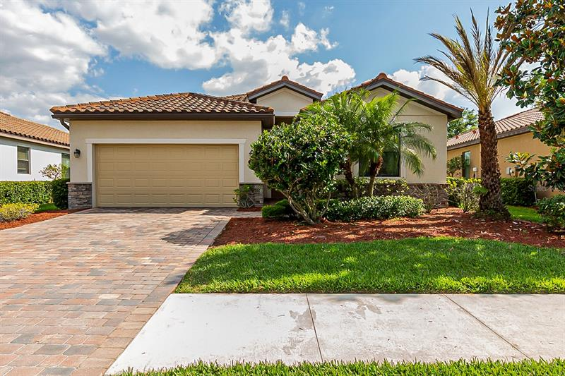 Image for property 7006 QUIET CREEK DRIVE, BRADENTON, FL 34212