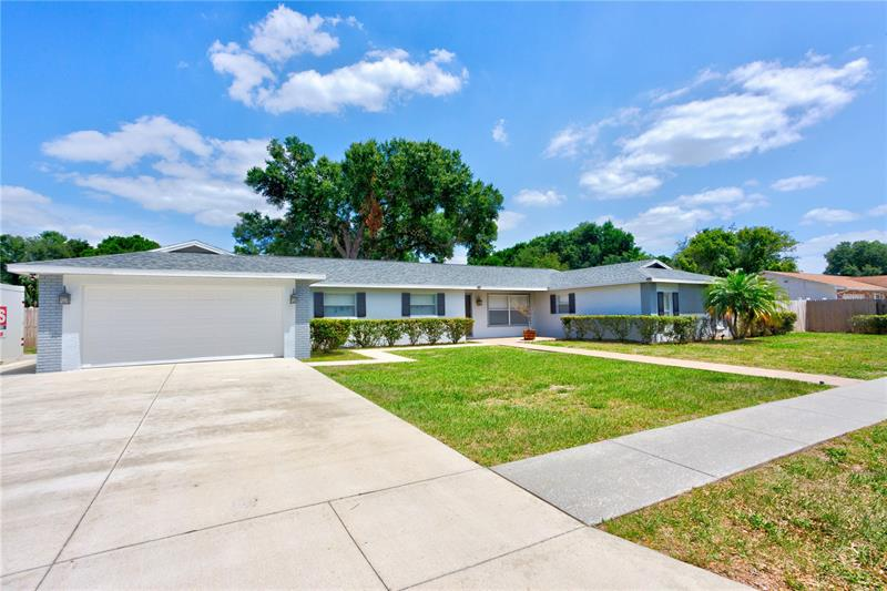 Image for property 2104 SHERBROOK DRIVE, VALRICO, FL 33594