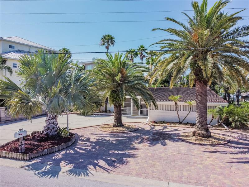 Image for property 847 BAY POINT DRIVE, MADEIRA BEACH, FL 33708