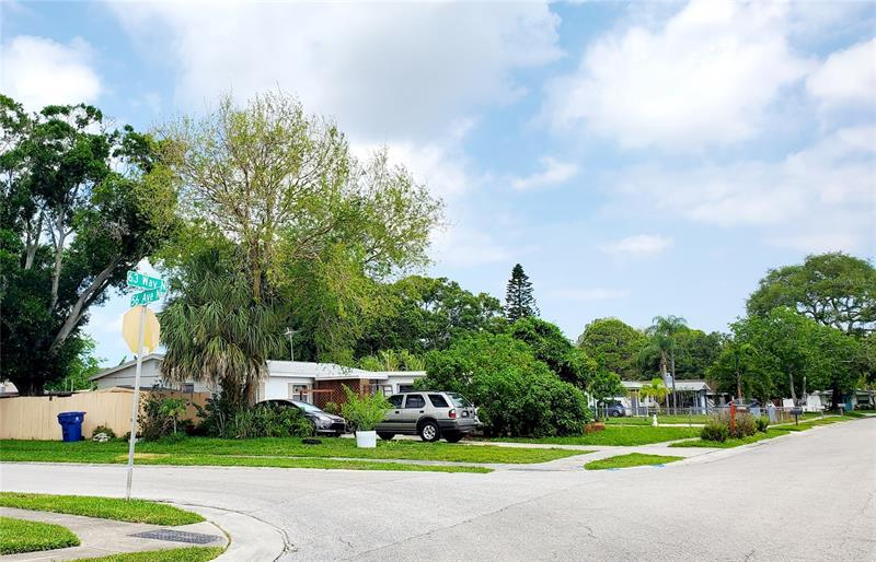 Image for property 5622 63RD WAY, ST PETERSBURG, FL 33709