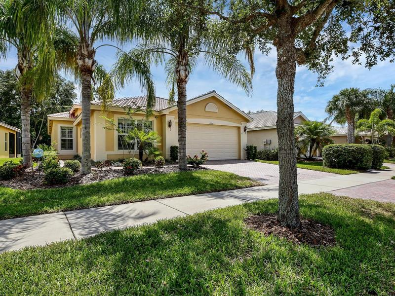 Image for property 15814 COBBLE MILL DRIVE, WIMAUMA, FL 33598