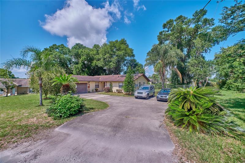 Image for property 35 LAKEVIEW COURT, MASCOTTE, FL 34753