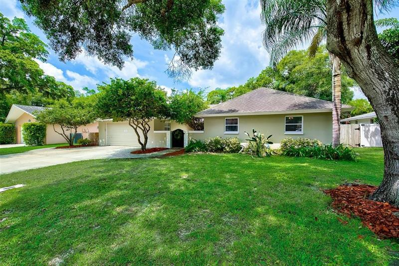 Image for property 1880 OAK FOREST DRIVE, CLEARWATER, FL 33759