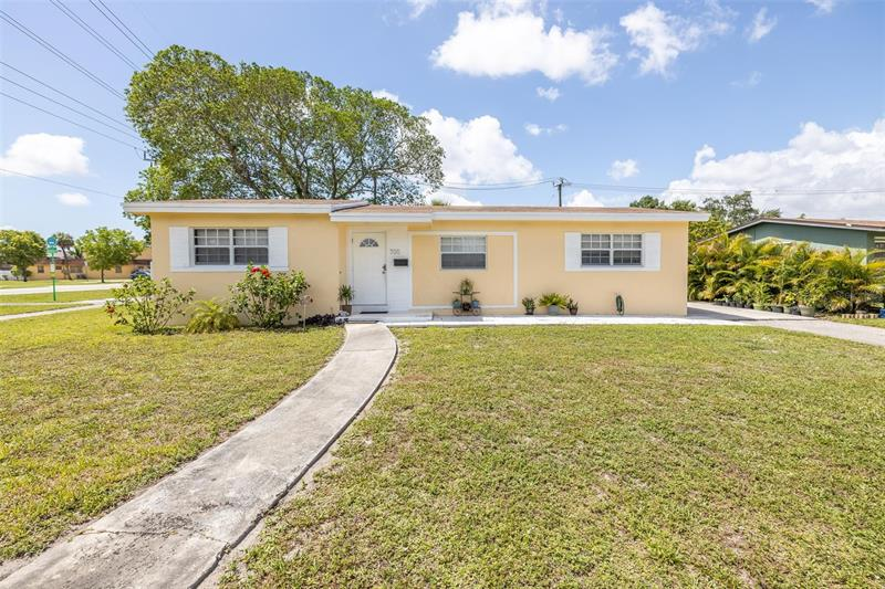 Image for property 700 179TH TER, MIAMI GARDENS, FL 33169