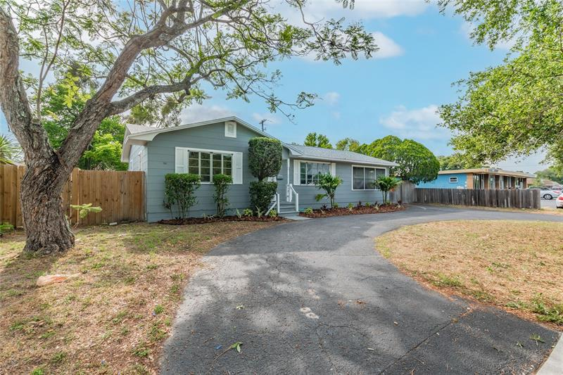 Image for property 2918 49TH STREET, ST PETERSBURG, FL 33710