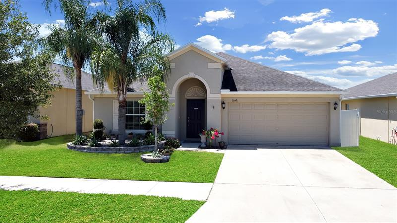 Image for property 10521 STANDING STONE DRIVE, WIMAUMA, FL 33598
