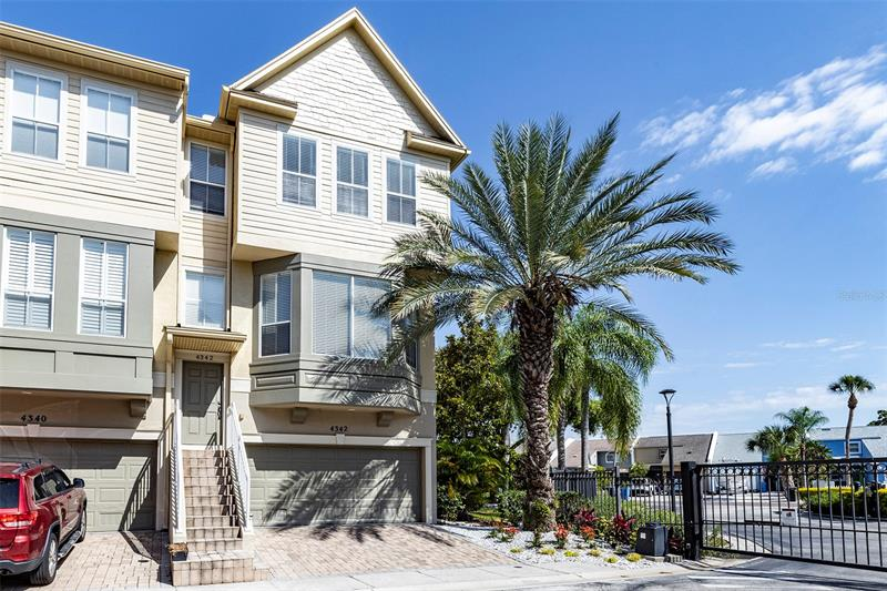 Image for property 4342 SPINNAKER COVE LANE, TAMPA, FL 33615