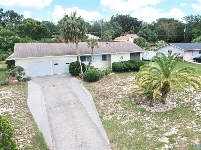 Image for property 200 CYPRESS AVENUE, HOWEY IN THE HILLS, FL 34737