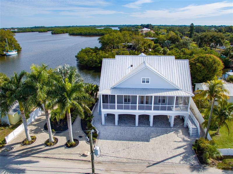 Image for property 814 BAYVIEW DRIVE, RUSKIN, FL 33570