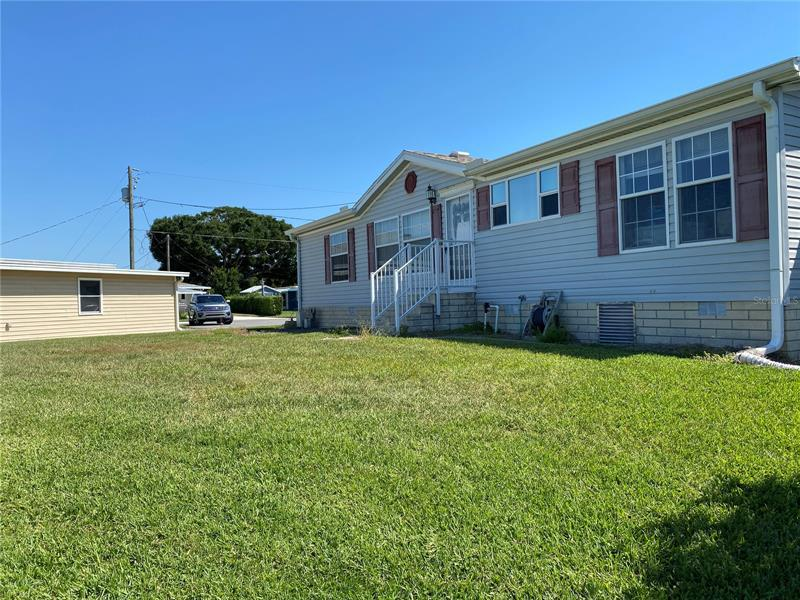 Image for property 30125 GREEN BAY DRIVE, TAVARES, FL 32778