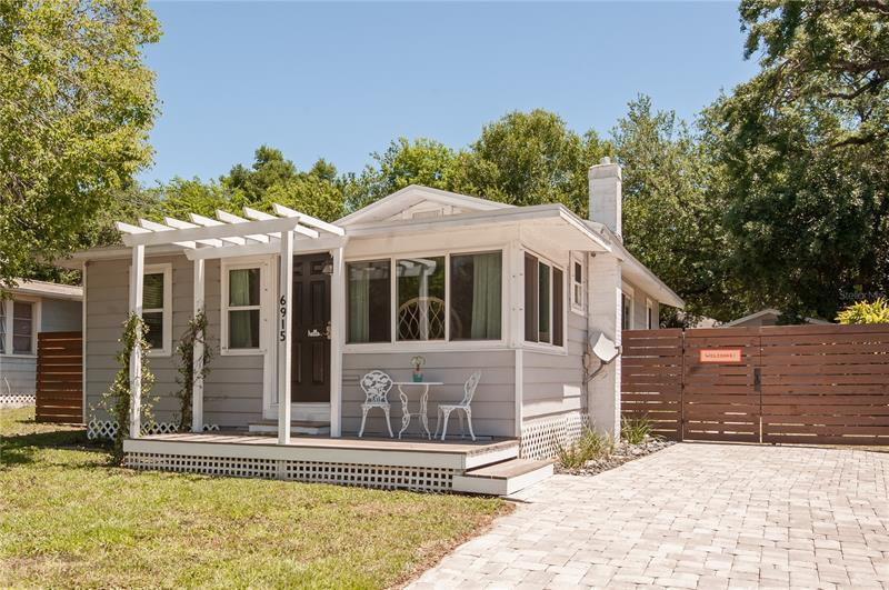 Image for property 6915 LYNN AVENUE, TAMPA, FL 33604