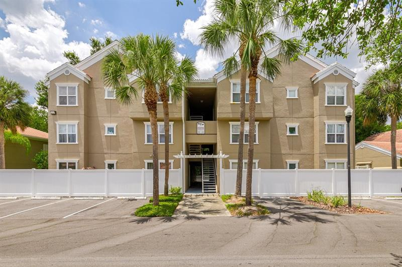 Image for property 15215 AMBERLY DRIVE 204, TAMPA, FL 33647