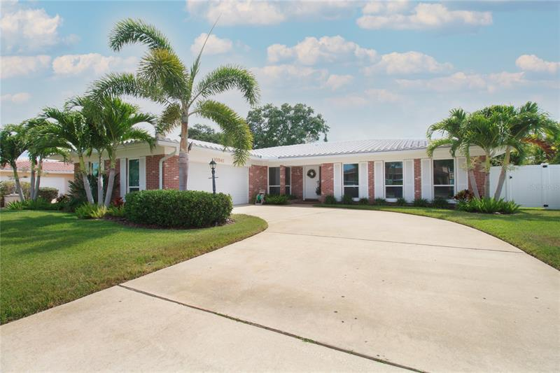 Image for property 10341 IMPERIAL POINT DRIVE, LARGO, FL 33774