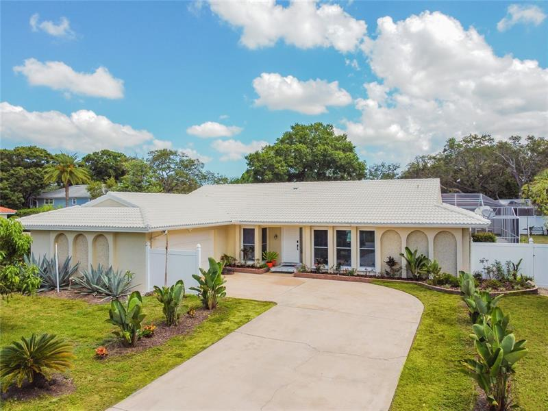 Image for property 2390 ROBERTA LANE, CLEARWATER, FL 33764