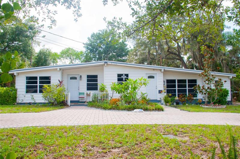 Image for property 8726 OVERLOOK DRIVE, TEMPLE TERRACE, FL 33617