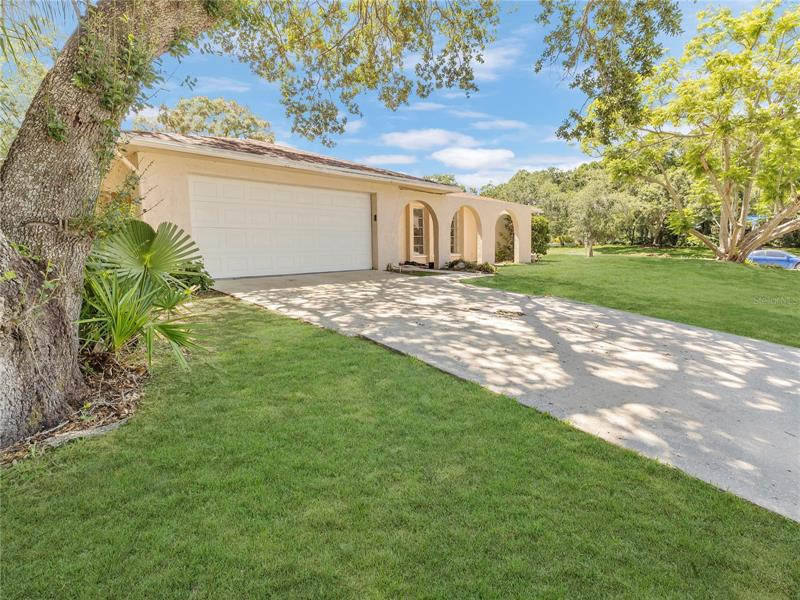 Image for property 2712 LANDMARK DRIVE, CLEARWATER, FL 33761