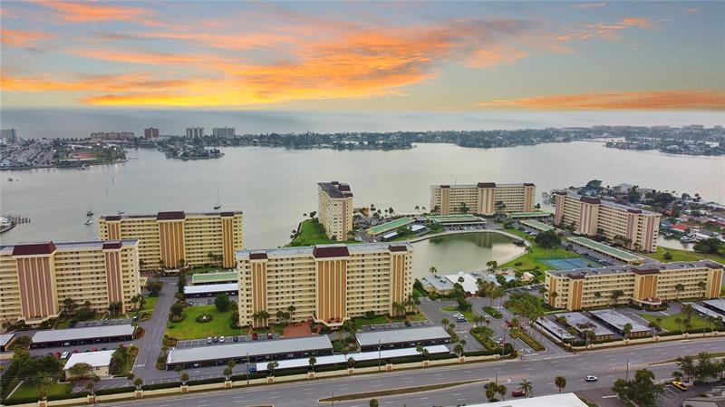 Image for property 4575 COVE CIRCLE 501, ST PETERSBURG, FL 33708