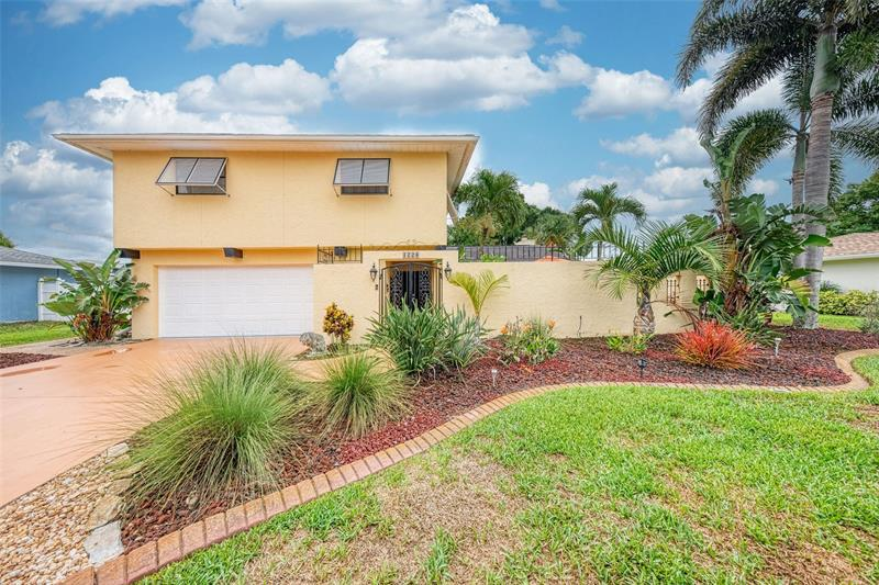 Image for property 1226 PINEBROOK WAY, VENICE, FL 34285