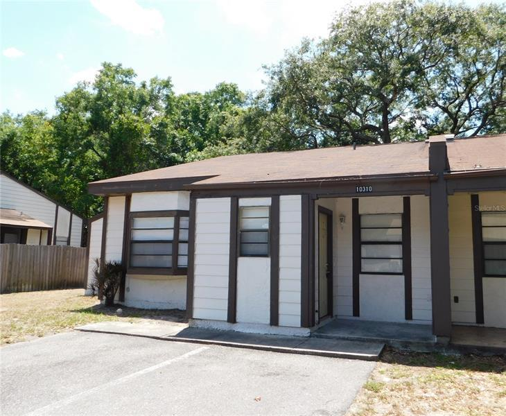 Image for property 10310 COUNCILS WAY 10310, TEMPLE TERRACE, FL 33617