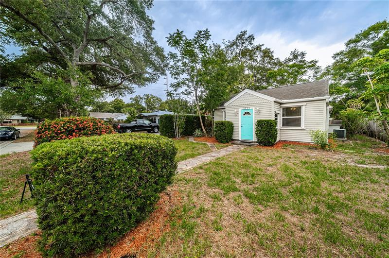 Image for property 5236 6TH AVENUE, ST PETERSBURG, FL 33710