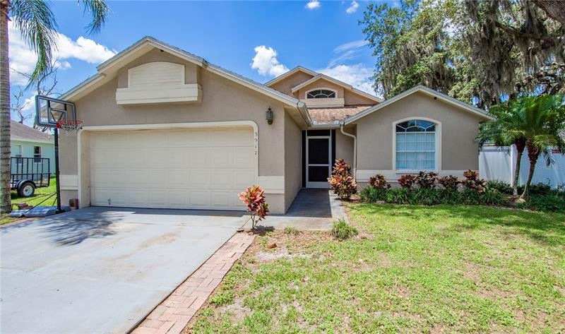 Image for property 3917 CREEK WOODS DRIVE, PLANT CITY, FL 33563