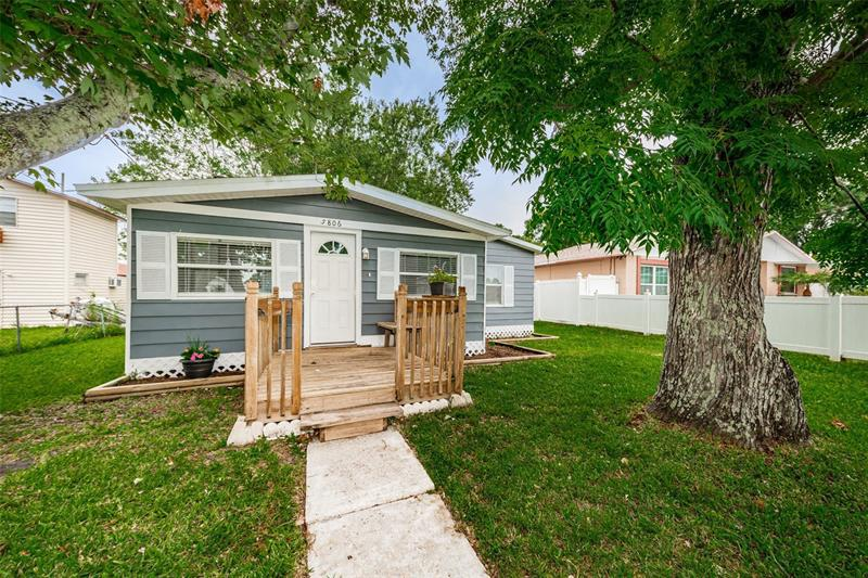 Image for property 5806 THATCHER AVENUE, TAMPA, FL 33614