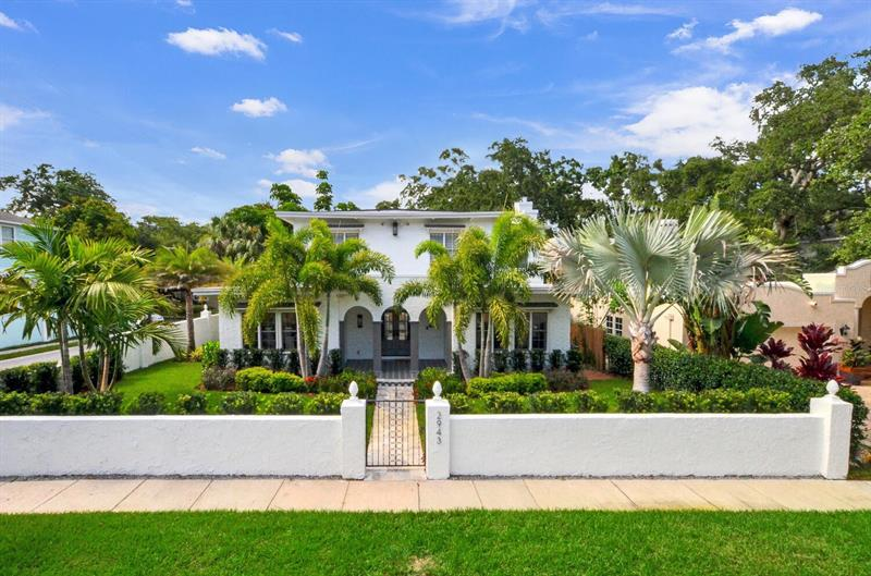 Image for property 2943 BAYSHORE COURT, TAMPA, FL 33611