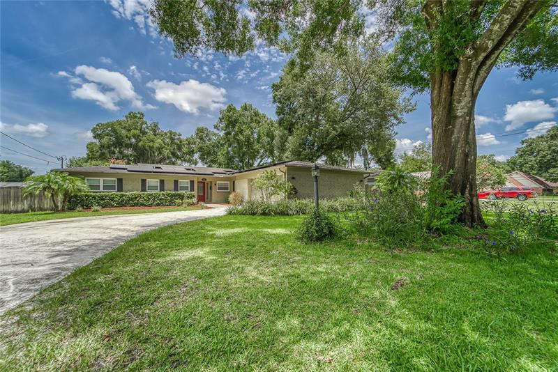 Image for property 826 RUSSELL DR, PLANT CITY, FL 33563
