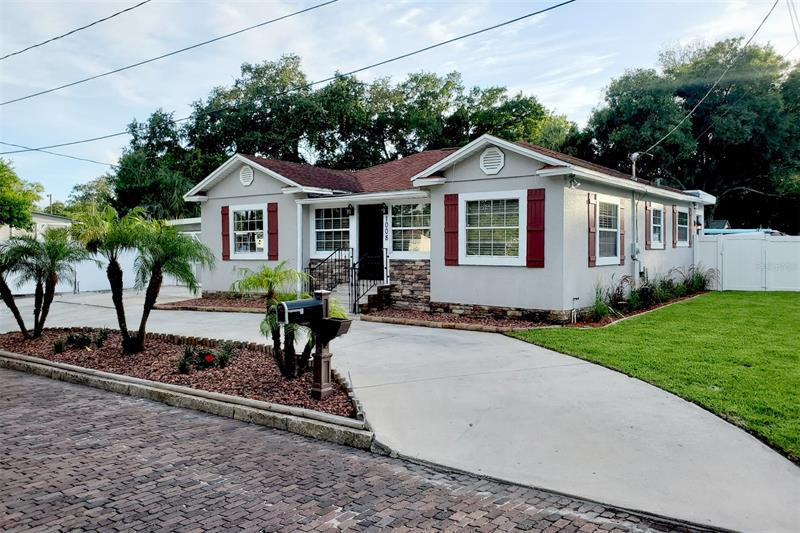 Image for property 1008 LINCOLN AVENUE, TAMPA, FL 33607