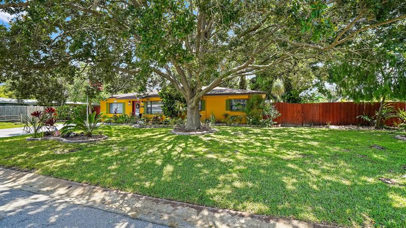 Image for property 1850 69TH AVENUE, ST PETERSBURG, FL 33702