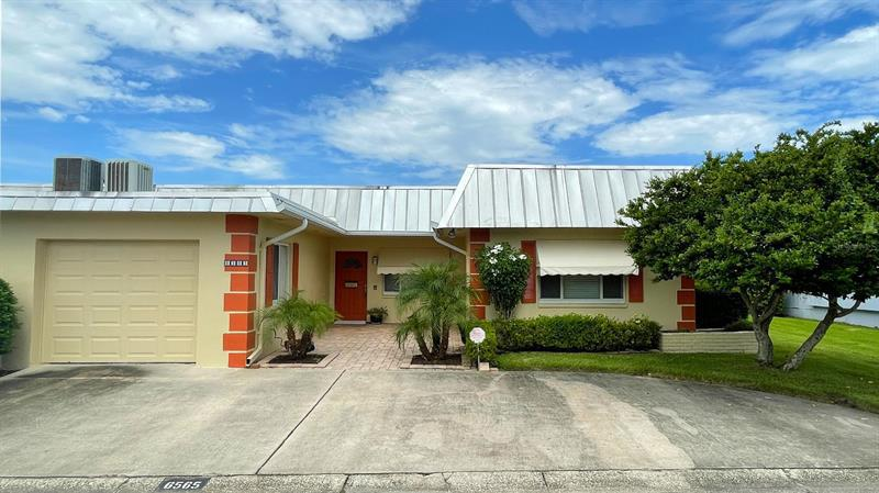 Image for property 6565 GREEN VALLEY DRIVE 3, SEMINOLE, FL 33777