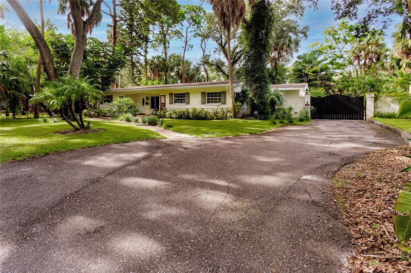 Image for property 8201 24TH AVENUE, ST PETERSBURG, FL 33710